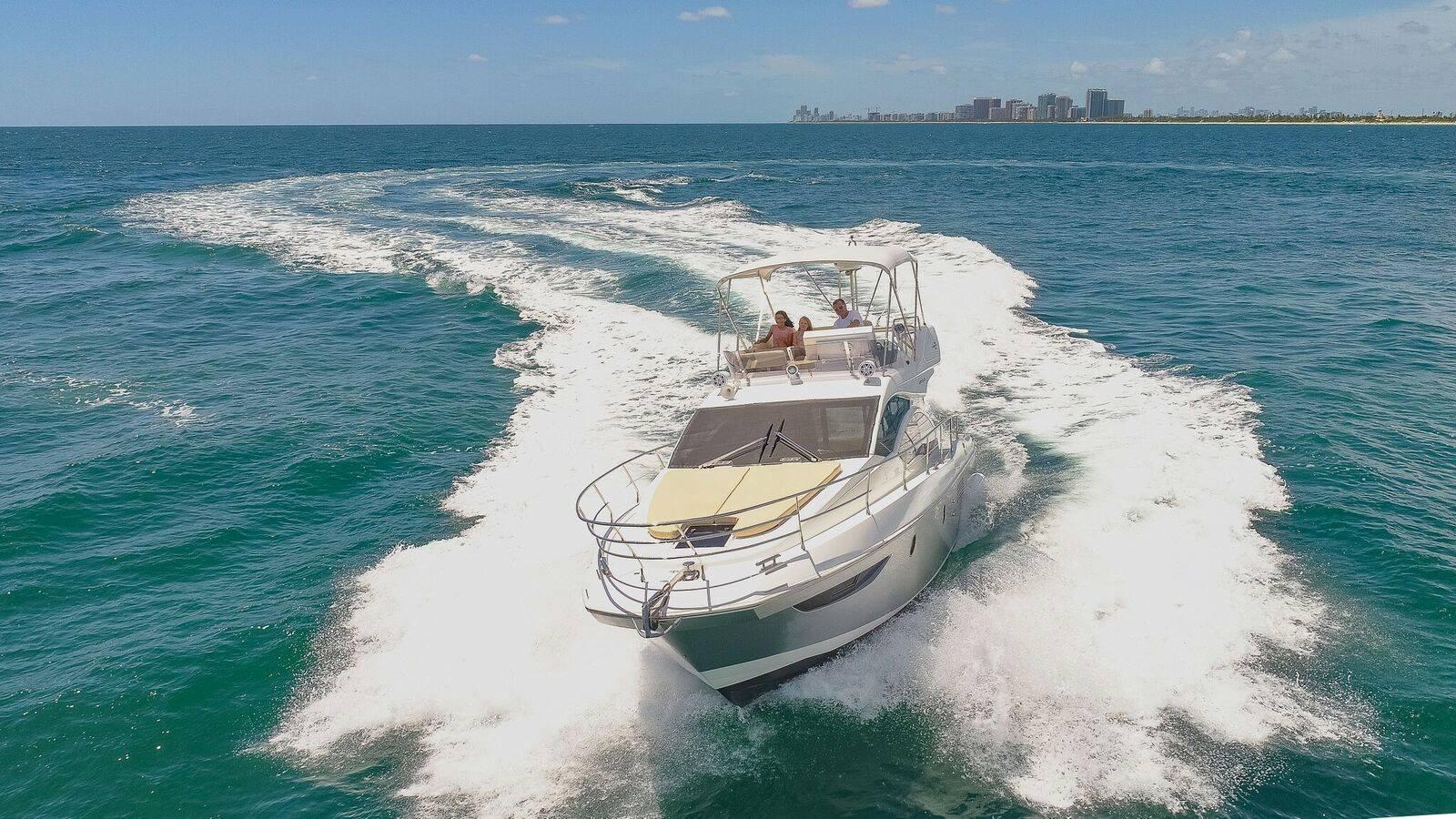 42' Azimut Hollywood Luxury Yacht rentals
